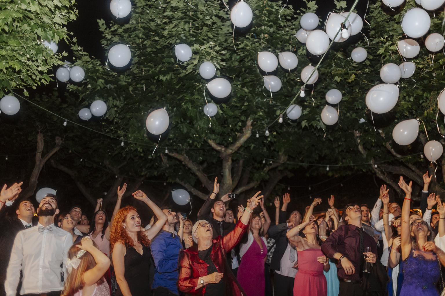fotógrafo  boda Barcelona :: Barcelona wedding photographer :: Espai Can Pagés :: Boda en el campo :: Boda divertida :: Boda al atardecer