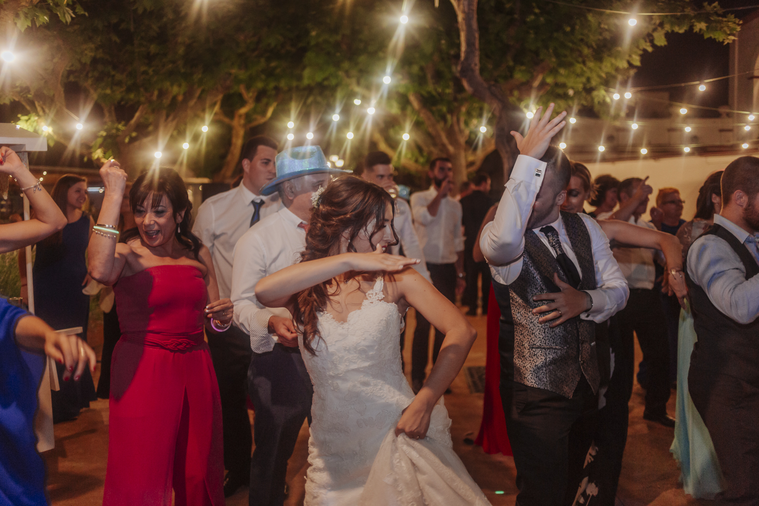 Fotógrafo de boda Barcelona ::  Barcelona wedding photographer :: Espai Can Pagés :: Boda en el campo :: Boda divertida :: Boda al atardecer