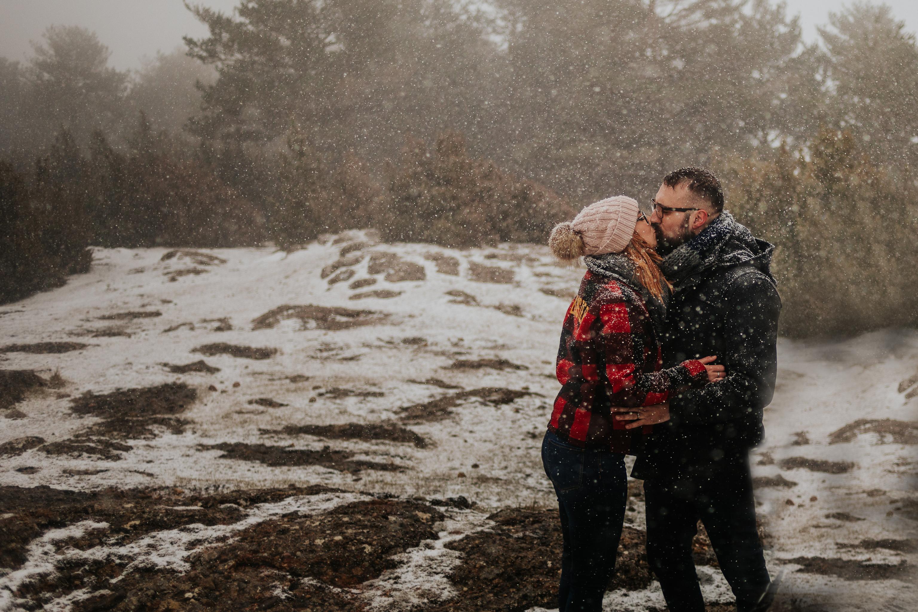 fotógrafo de pareja barcelona :: preboda nieve :: reportaje de pareja en la nieve :: fotógrafo de preboda :: fotógrafo boda barcelona :: barcelona wedding photographer :: destination wedding photographer :: girona wedding photographer :: save the date in the snow
