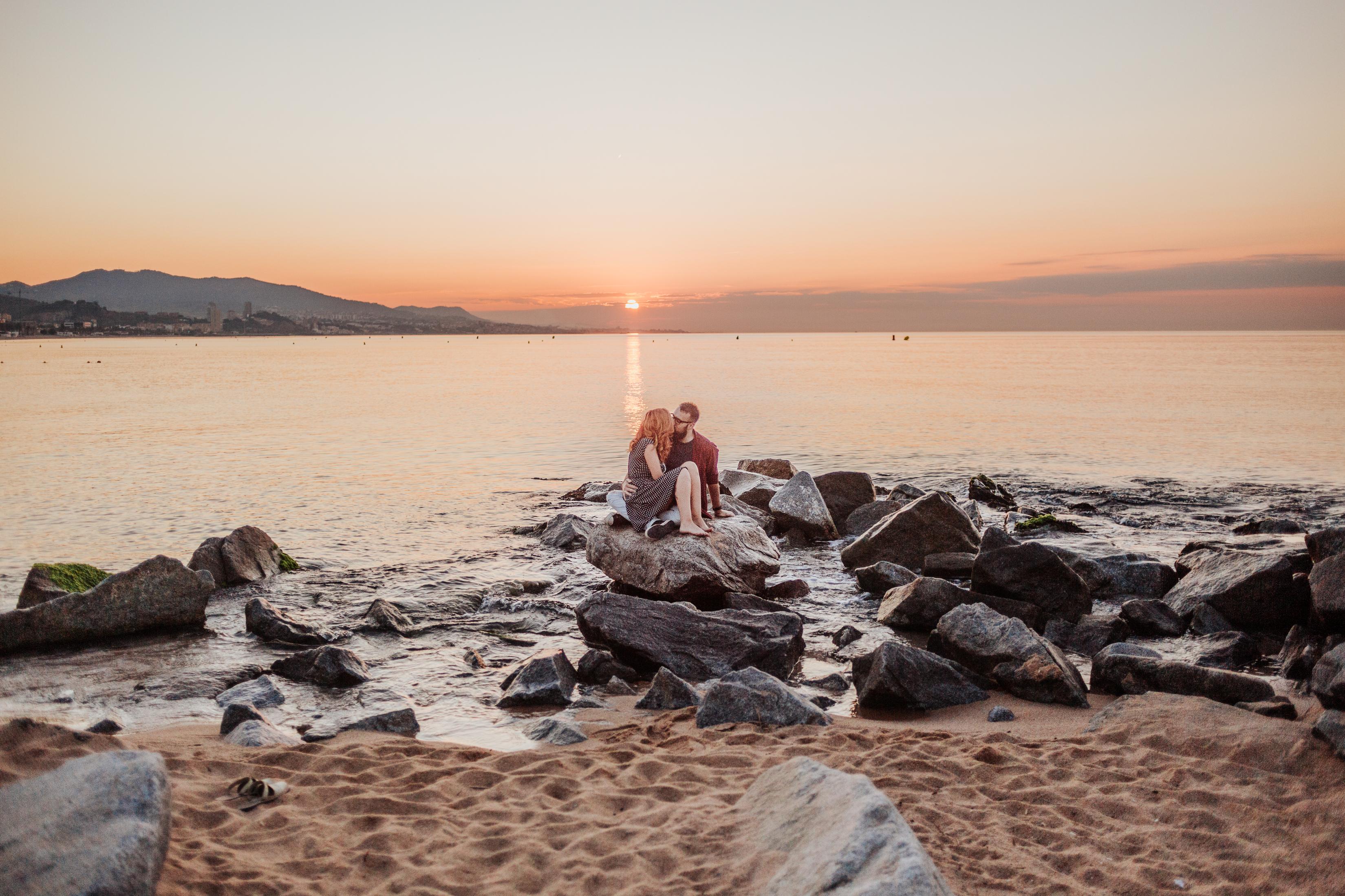Fotógrafo de pareja Badalona :: Fotógrafo pareja Barcelona :: Pont del petroli :: Amanecer :: Golden hour :: Preboda :: Fotógrafo preboda Badalona