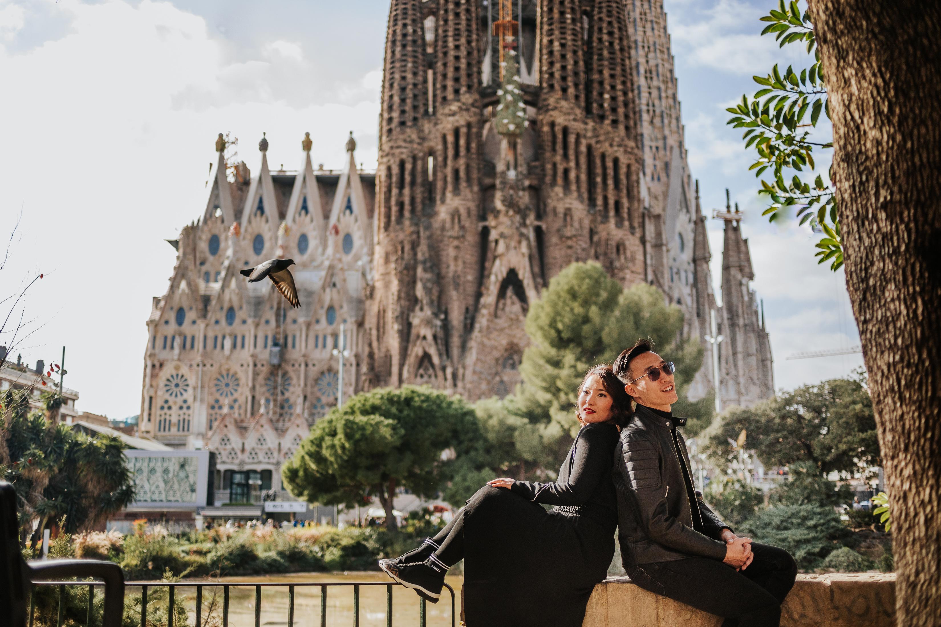 """tourist photographer barcelona. postboda en barcelona. reportaje en la barceloneta. reportaje de pareja china en Barcelona. Reportaje de 10 años de casados. Sesión romántica al amanecer.. Fotógrafo de boda en Barcelona. Reportaje familiar. Reportaje para extrangeros. Rutas turísticas con sesión fotográfica. Sesión de fotos para extrangeros en Barcelona"""" width=""""3300"""" height="""